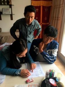 Tibet - incontro con Sonam negli uffici di ASIA per richiedere una borsa di studio